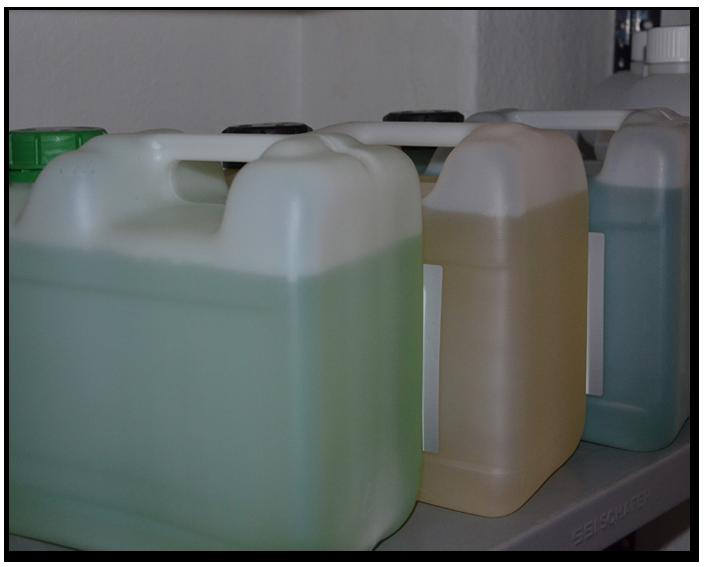 Liquids in Behältern